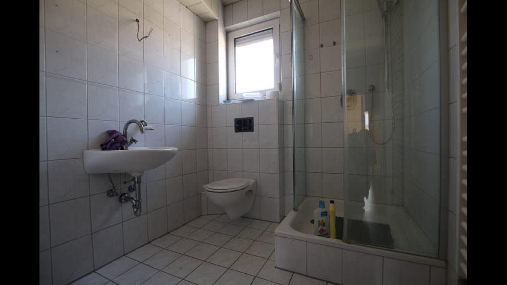 immobilienmakler leimen zu verkaufen haus 5 zimmer 72qm wohnfl che 115qm grundst ck mit garage. Black Bedroom Furniture Sets. Home Design Ideas